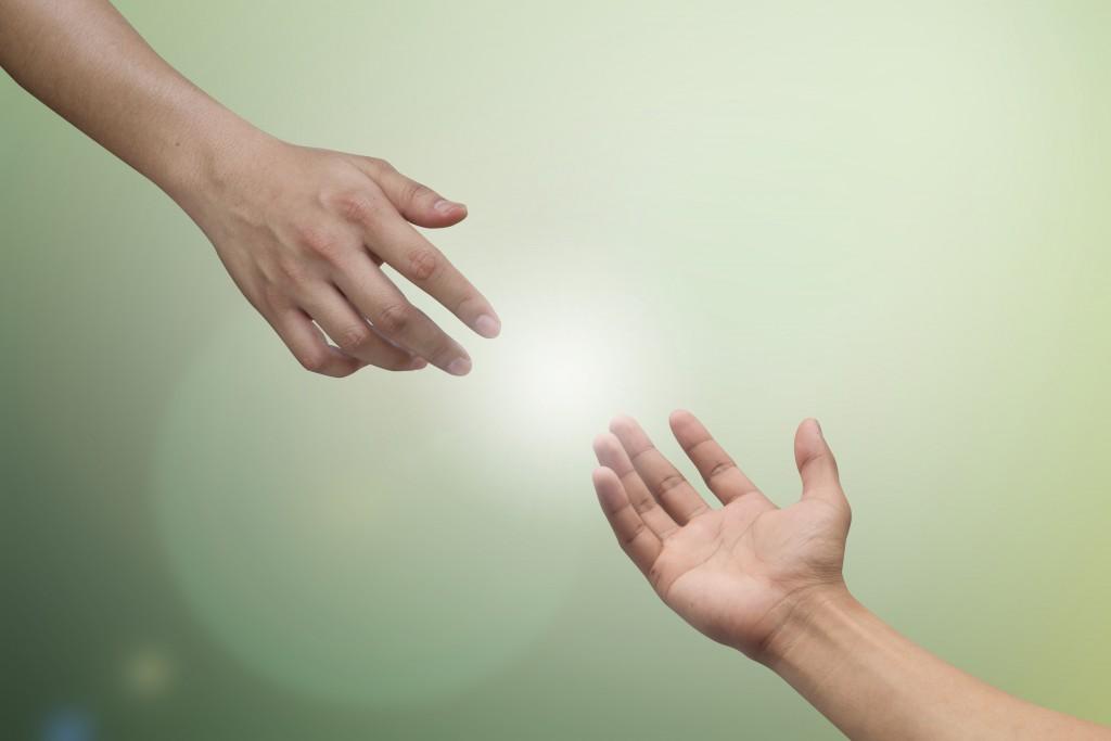 差し伸べる手