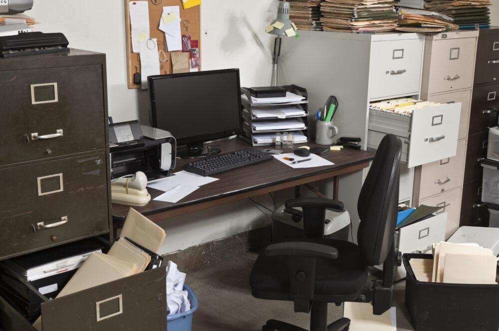 「乱雑なオフィス」は危険でいっぱい?!災害に強いオフィス作りは整理整頓から