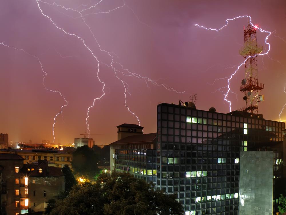 落雷の増える夏。企業の防災担当が知っておきたい雷災害への対策